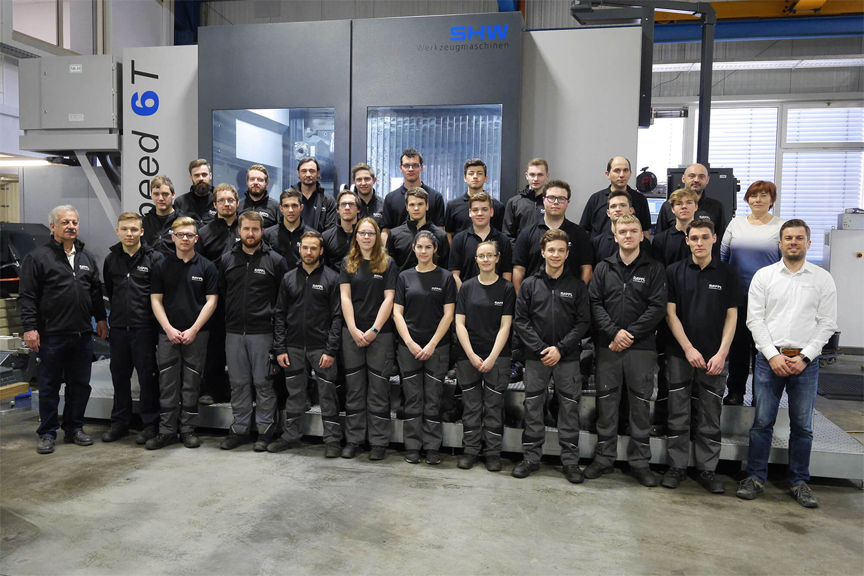 Gruppenfoto der Auszubildenden vor SHW